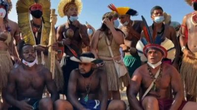 La protesta di massa degli indios in Brasile per le loro terra