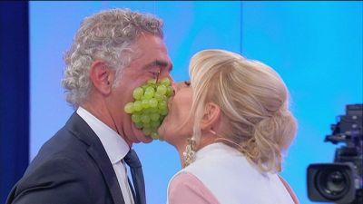 Gemma e Juan Luis: il gioco dell'uva
