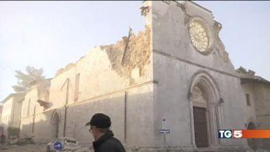 Esercito di sfollati edifici storici a pezzi