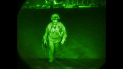 L'ultimo aereo Usa lascia l'Afghanistan, i talebani festeggiano