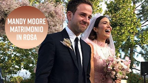 Mandy Moore: 'This is me, sposata in rosa'