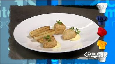 Merluzzo fritto con patate, salsa yogurt e curcuma