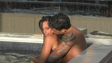 Alessia e Matteo: romantico bagno in piscina
