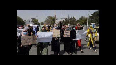 Donne afghane in piazza a Mazar e Sharif per diritto a istruzione