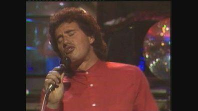 """Adriano Pappalardo canta """"Giallo uguale sole"""" a Superclassifica Show 1982"""