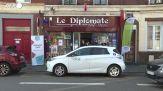 Francia, aperto il primo centro vaccinale in un bar-tabacchi