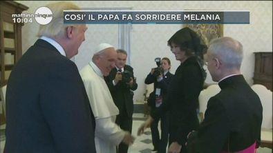 Il Papa fa sorridere Melania Trump