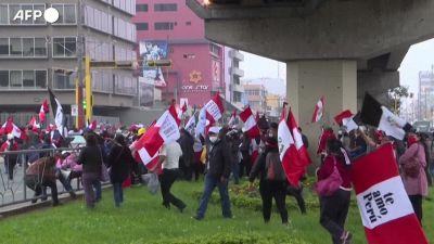 Peru', centinaia di cittadini in protesta contro il nuovo presidente Castillo