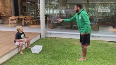 Neymar, uovo in testa al figlio