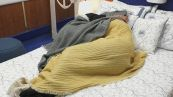 Nicola e Miriana si baciano sotto le coperte
