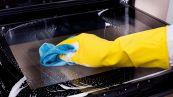 Come pulire il vetro del forno: consigli e prodotti