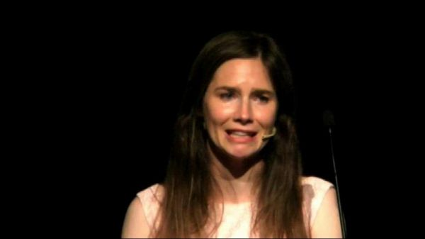 Lacrime e accuse di Amanda Knox: Guede uccise Meredith