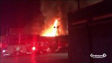 California, incendio al rave party: 24 morti