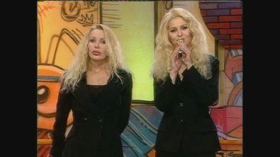"""Ivana Spagna canta """"Con il tuo nome"""" assieme a Paola Cortellesi"""