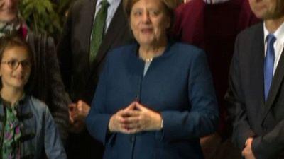 Le mani di Angela Merkel: un gesto simbolo di empatia