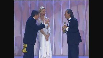 Sharon Stone premia Alberto Castagna ai Telegatti 1993