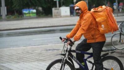Un ex ministro afghano ora consegna le pizze a Lipsia