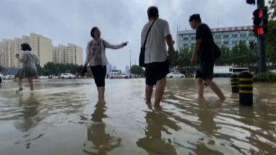 Alluvioni record in Cina, sale a 302 il bilancio dei morti