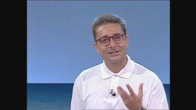 Paolo Bonolis presenta la prima puntata della seconda stagione di Non è la Rai