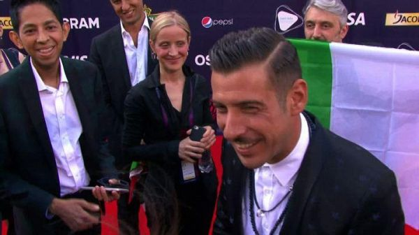 Gabbani con tricolore sul red carpet dell'Eurovision Song Contest