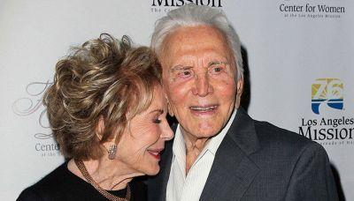 Addio a Anne Buydens: il grande amore di Kirk Douglas
