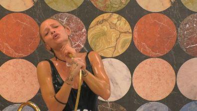 Lezioni di canto sotto la doccia con Giulia P.