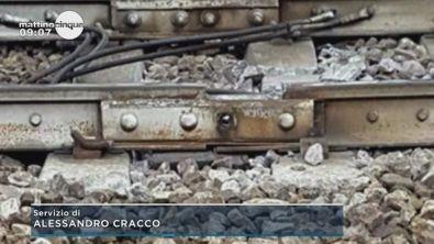 Milano, treno deragliato: un buco da 23 cm sulla rotaia