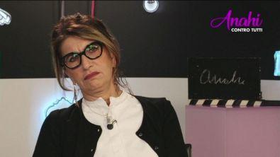 Anahi commenta la sfilata di Gemma...