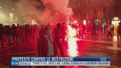 Breaking News delle 11.00 | Proteste contro le restrizioni