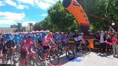 Giro d'Italia, la partenza dell'ottava tappa da Foggia