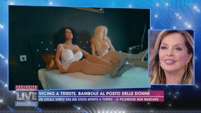 Un hotel con la bambola gonfiabile già pronta in camera vicino a Trieste