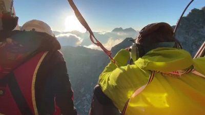 Vestiti da corsa sul ghiacciaio, allarme soccorritori