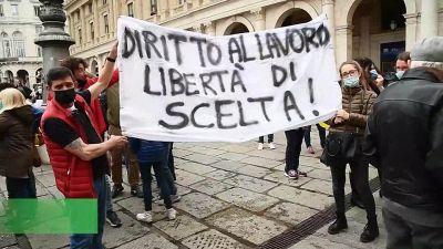 Vaccini, infermieri no vax manifestano a Genova