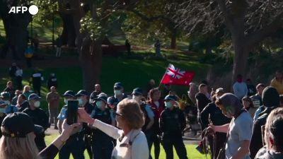 Covid, protesta contro il lockdown a Sydney: scontri e arresti