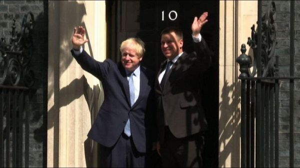 Boris Johnson riceve leader estone, primo ospite a Downing Street