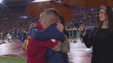 """Abbraccio Totti-De Rossi: """"Io non volevo"""""""