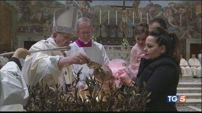 Giornata di battesimi nella Cappella Sistina