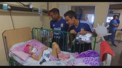 Dybala in ospedale dai bimbi malati