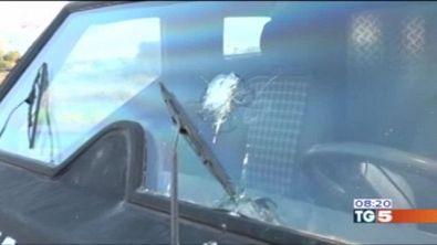 Assalto coi mitra in autostrada