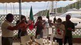 Paralimpiadi, Ambra Sabatini vince l'oro nei 100 metri: festa nel negozio della mamma all'Argentario