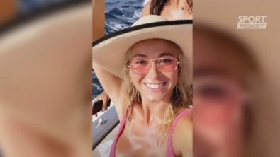 Diletta si diverte in barca e si tuffa meglio di CR7
