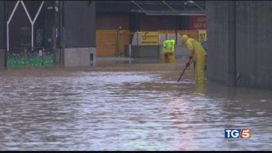 """Genova è sott'acqua """"restate tutti a casa"""""""