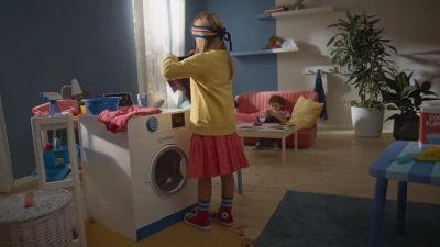 """I bambini ci imitano"": Indesit e la campagna #DoItTogether"