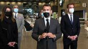 Parigi, Macron inaugura il centro vaccinale al Paris Expo