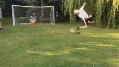Il tacco è davvero volante, un gol magico