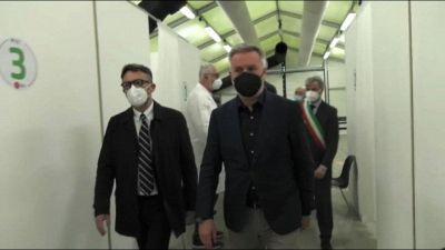 Il ministro Guerini al nuovo centro vaccini della Difesa a Varese