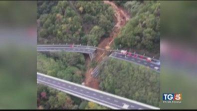 Crolla un altro ponte dopo un mese di piogge