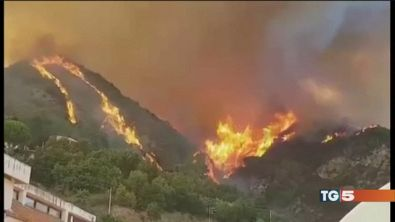 Incendi senza tregua, due morti in Calabria