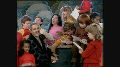 1983: Nino Manfredi canta un brano contro la sporcizia a Roma