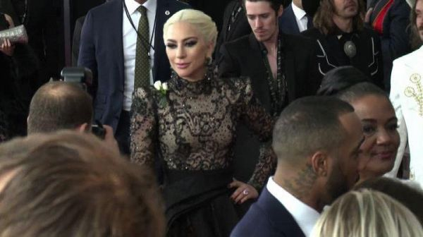Parata di stelle sul red carpet dei Grammy Award